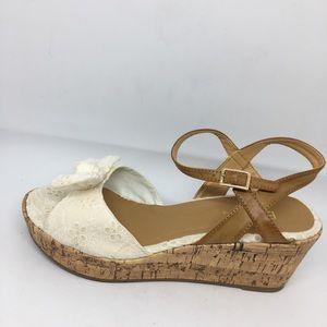 Bongo 8 white bow wedge heels